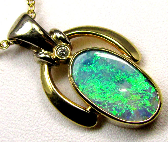 SHINY FLASH BLACK OPAL PENDANT    18 K  GOLD   CK 406
