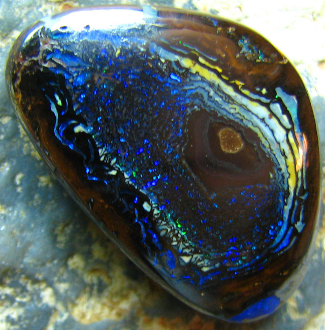 COLLECTABLE GORGEOUS PATTERNS BEAUTIFUL STONE 34.00 CTS A9403