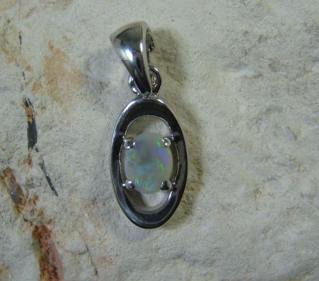 SOLID OPAL 925 SILVER PENDANT SSP/22