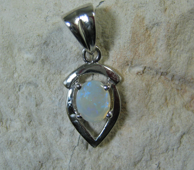 SOLID OPAL 925 SILVER PENDANT SSP/48