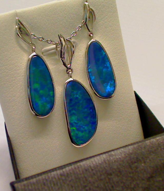 Beautiful two item set of Doublet Opal (earrings, pendant)