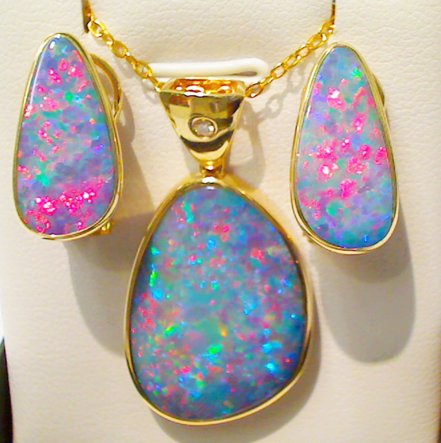 Beautiful two items set of Doublet Opal (pendant, earrings)