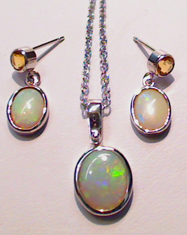 Beautiful set of Light Opal pendant and earrings
