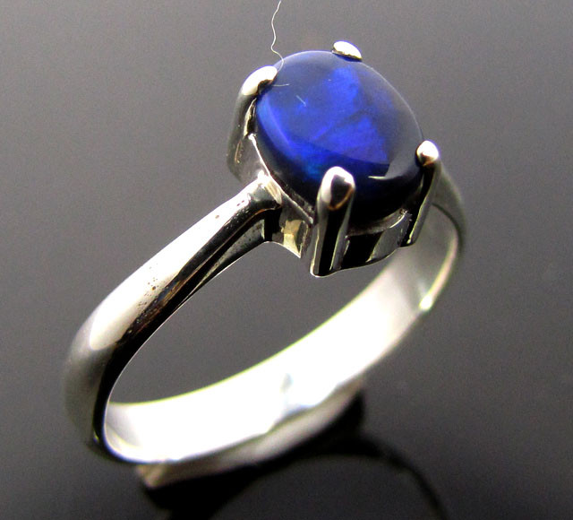 BLUE FLASH BLACK OPAL SILVER RING   SIZE     8   CK 431