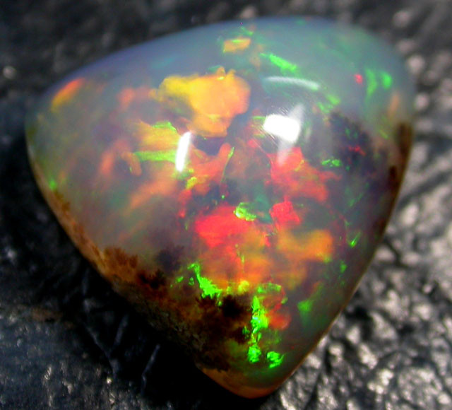 6.35 cts Ethiopian Opal ,Dendritic , Red Green Rolling Flash QOM 800