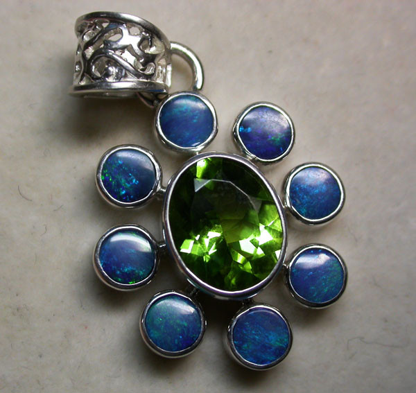 25 CTS DOUBLET PENDANT WITH PERIDOT [SOJ1436]
