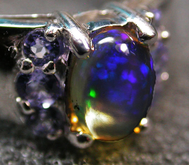 5.5 RING SIZE TANZANITE + ETHIOPIAN OPAL-STYLISH [SOJ2021]