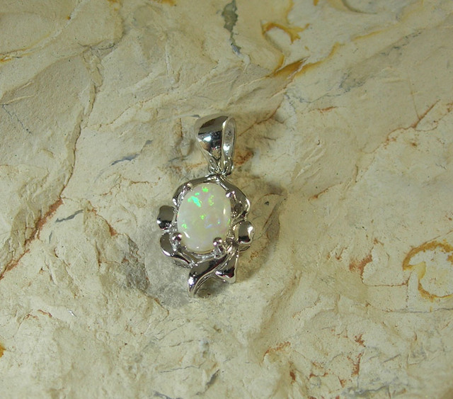 SOLID OPAL 925 SILVER GOLD PLATED PENDANT/SGJP7
