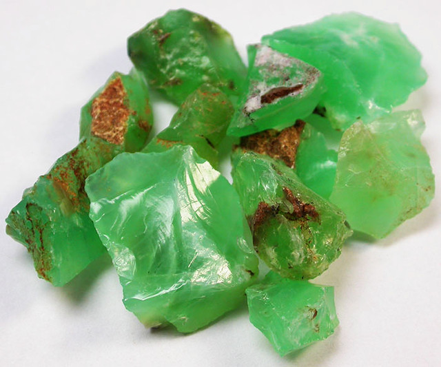 93.68 CTS A GRADE GREEN OPAL [PRASE OPAL] TANZANIA [VS5906]