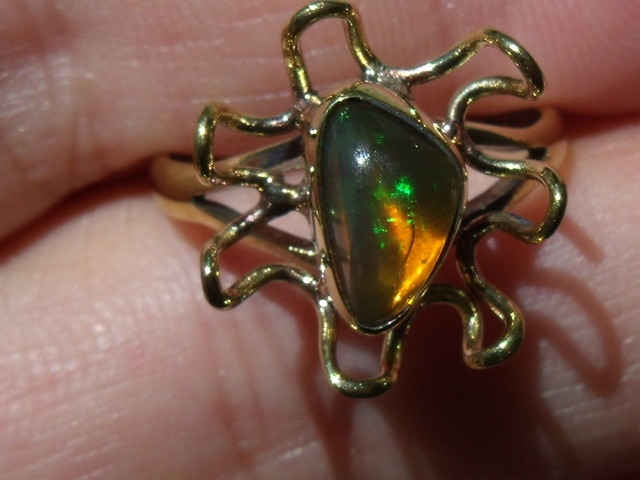 Welo Opal Gem & Gold Plated Ring SZ 8