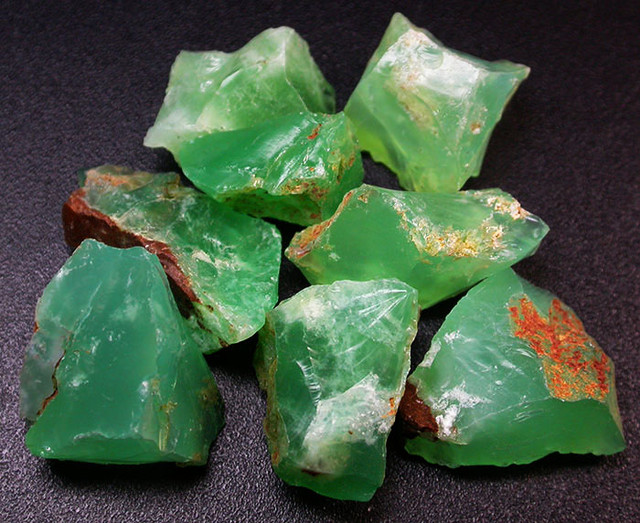 94.09 CTS A GRADE GREEN OPAL [PRASE OPAL] TANZANIA [VS5931]
