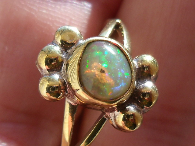 Wello Opal Gem & Gold Plated Ring SZ 8.5