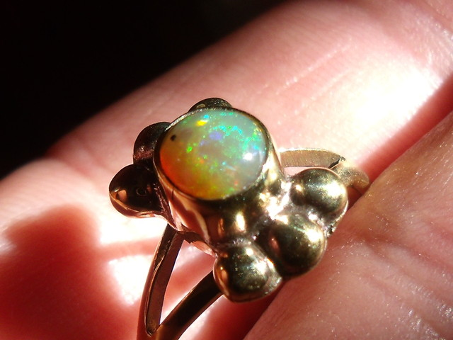 Wello Opal Gem & Gold Plated Ring SZ 6.75