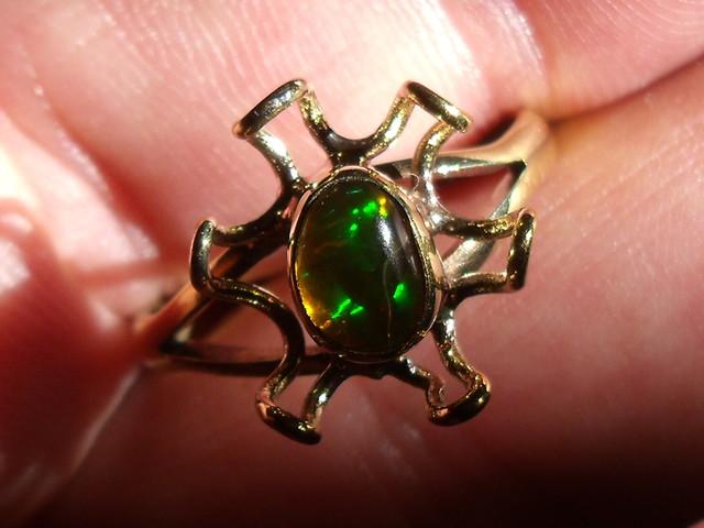 Wello Opal Gem & Gold Plated Ring SZ 9