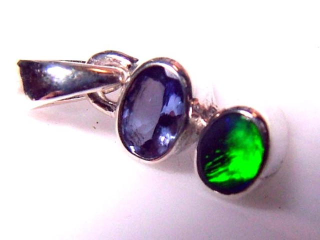 6.5  CTS SOLID OPAL  SILVER PENDANT  OF-126