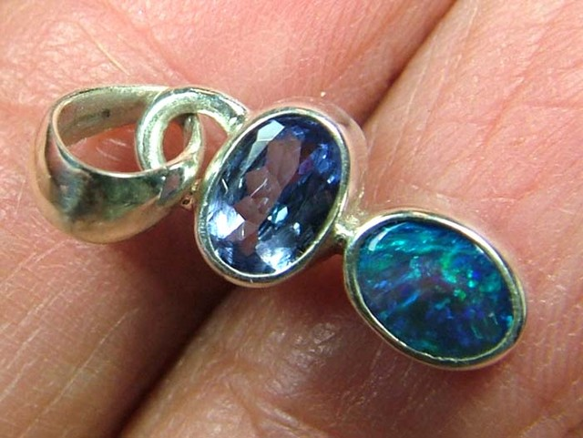 9  CTS  SOLID OPAL  SILVER PENDANT OF-130