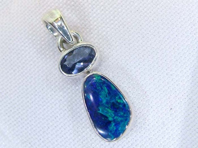 8.5 CTS DOUBLET AND TANZANITE  SILVER PENDANT   OF-136