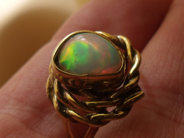 Wello Opal Gem & Gold Plated Brass Ring SZ 7.5