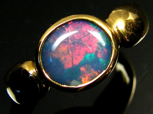 BRIGHT  OPAL INLAY 18K GOLD RING SIZE 9 SCO831a