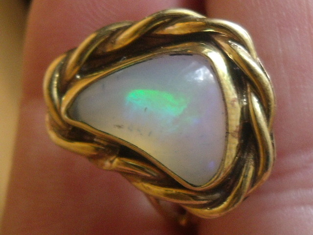 Wello Opal Gem & Gold Plated Ring SZ 8