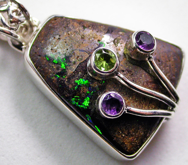 32.80 CTS BOULDER PENDANT WITH TREE BRANCH GEMS  [SOJ2439]