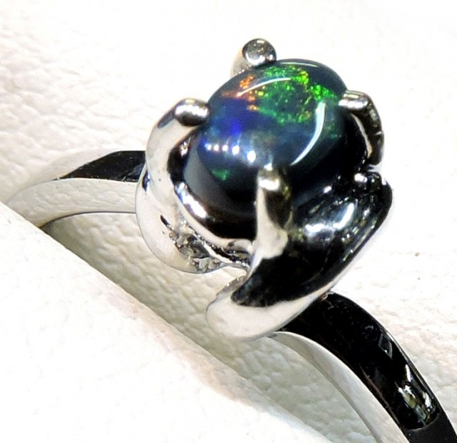 BLACK OPAL RING 18K WHITE GOLD SIZE 6 SCO800