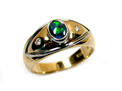 BLACK OPAL RING 18K GOLD WITH 2 DIAMONDS  SCO 807