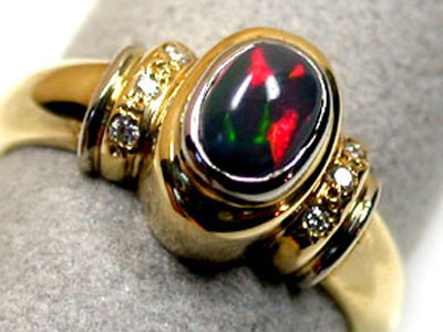 BLACK OPAL RING 18K GOLD WITH 6 DIAMONDS  SCO 811