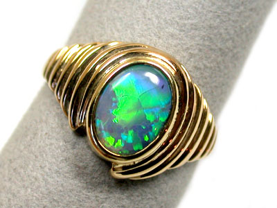 BLACK OPAL 18K GOLD RING SIZE 9 SCO835