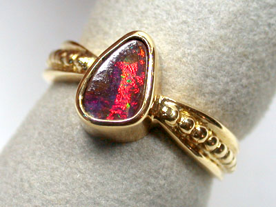 BRIGHT RED ROLLING BOULDER OPAL 18K GOLD RING SIZE 6 SCO937