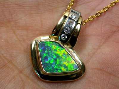 BOULDER OPAL 18K GOLD PENDANT WITH 4 BRILLIANT CUT GENUINE DIAMONDS SCO940