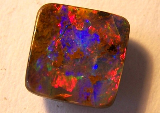 *dramatically reduced* BOULDER OPAL-unusual colour mix  1.50ct   p7-076cr