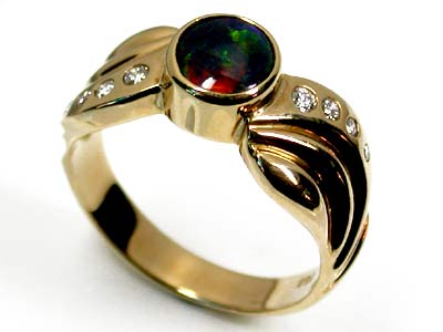 BLACK OPAL 18K GOLD RING SIZE 9 SCO1223