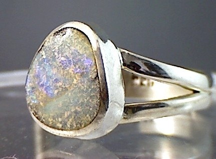 A Pretty Australian Opal Ring at affordable price (O31)