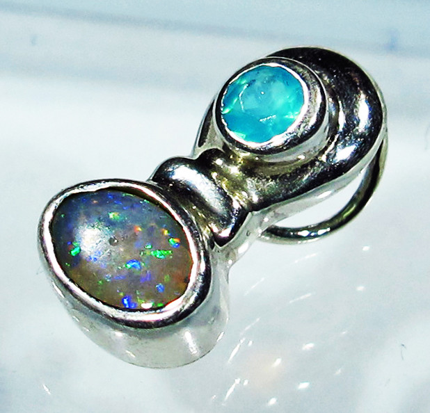 5.20 CTS SOLID OPAL PENDANT SILVER + CHALCEDONY  [SOJ2743]