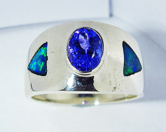 5.5 RING SIZE OPAL AND TANZANITE SILVER SOJ2785