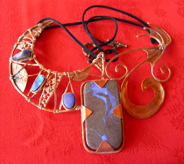 VERY NICE OPAL NECKLACE SET IN COPPER
