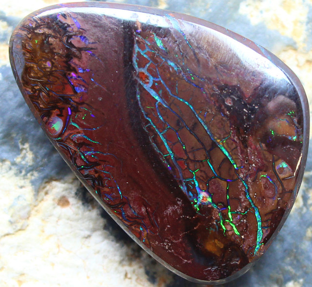 VERY NICE ELECTRIC COLOR VEINS IN THIS STONE