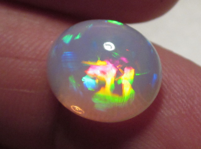 ~4.50CT GEM WELO OPAL/MULTI COLOR/CELLED/CHAFF/ROLLING PRISM