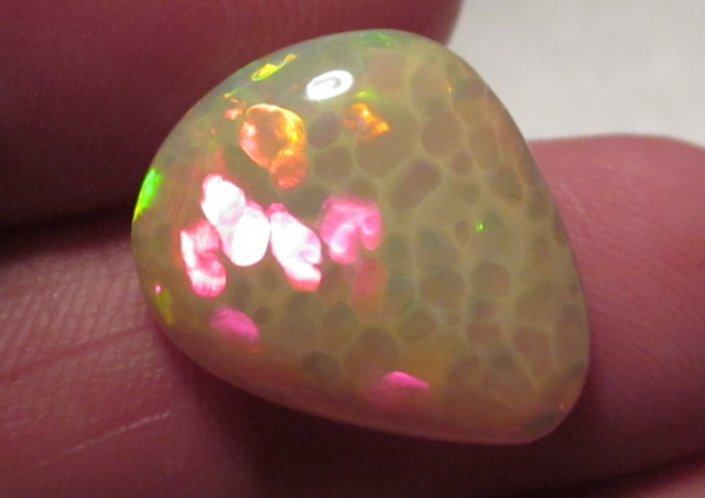 ~9.75CT WELO OPAL/FANTASTIC COLORS IN CELLED PATTERN!!~