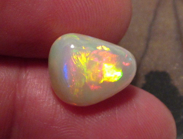 ~6.10CT WELO OPAL/DS/3D MULTICOLOR/PATTERN/COLLECTOR/PENDANT