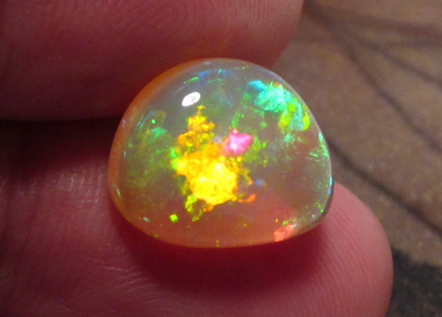 ~5.75CT WELO OPAL/SATURATED TOP QUALITY/3D MULTICOLOR STONE~