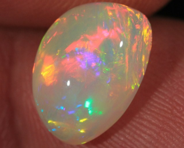 3.67CT BEAUTIFUL WELO OPAL FULL SATURATION FIRE!!