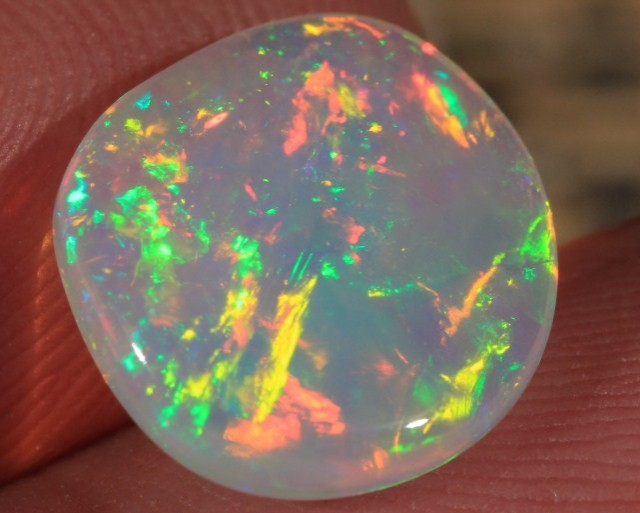 2.74CT BEAUTIFUL WELO OPAL WITH FULL SATURATION OF FIRE!!