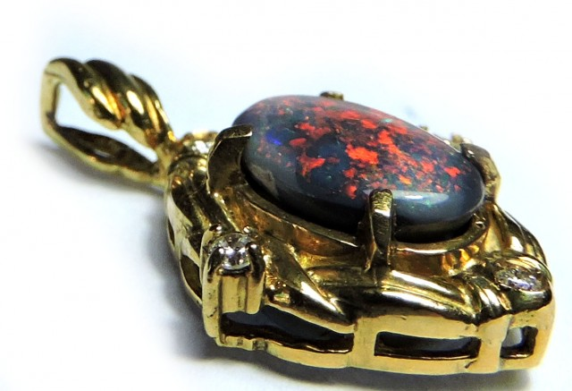 CAPTIVATING RED FIRE BLACK OPAL 18K GOLD PENDANT SCO1246