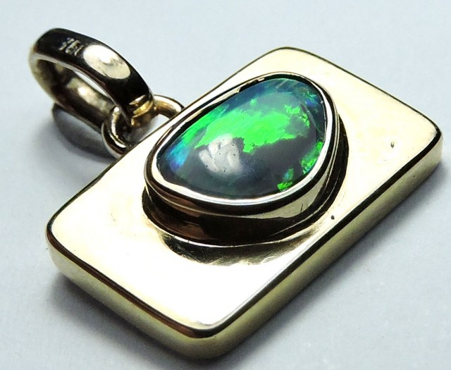 BRILLIANT MULTIFIRE BLACK OPAL 18K WHITEGOLD PENDANT SCO1261