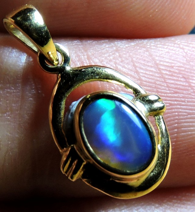 BEAUTIFUL BLUE AND GREEN  OPAL 18K GOLD PENDANT SCO1385