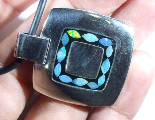 INLAY OPAL PENDANT STAINLESS STEEL  88.40 CTS   OF - 185