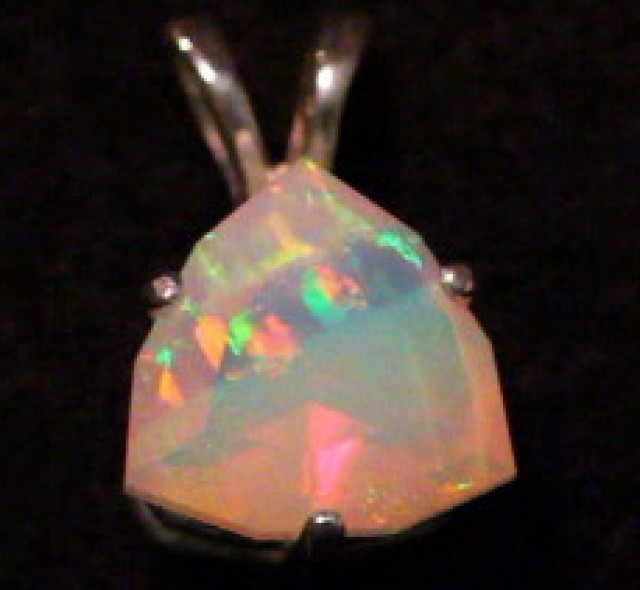 Faceted Welo Opal Pendent 3.25ct (Rare 4 color bands)!!!