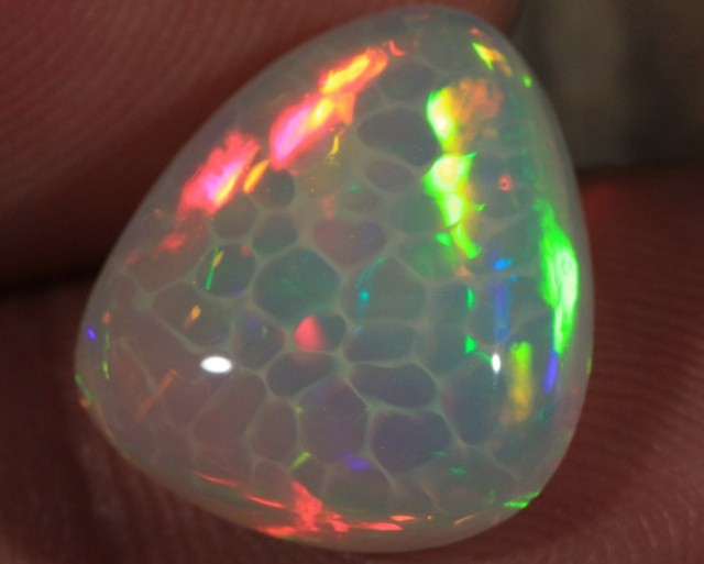 6.93CT EXTREMELY BRIGHT WELO OPAL WITH 5/5 HONEYCOMB FIRE!